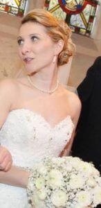 winter bride holding bouquet
